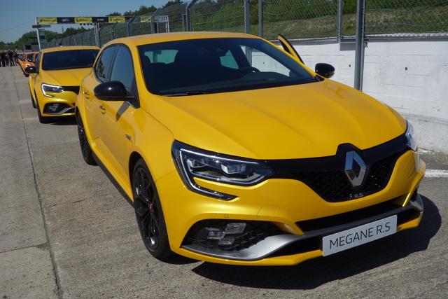 Renault Megane R.S.  System 4Control to najkrócej mówiąc system czterech skrętnych kół, a jego obecność w Megane R.S. jest jego światową premierą w segmencie hot-hatchy.  Fot. Ryszard M. Perczak