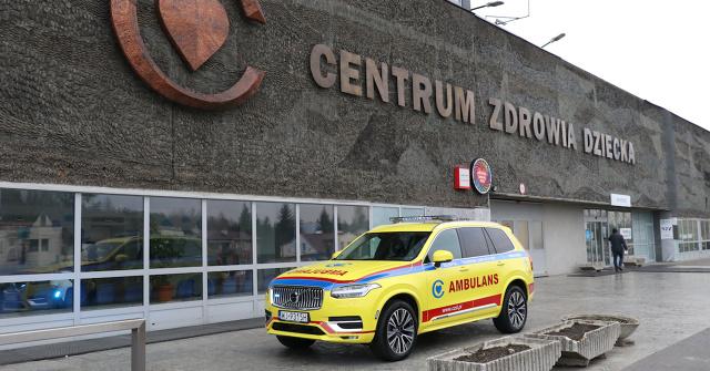 Prezes Volvo Cars – Hakan Samuelsson – zachęcał wszystkich pracowników na świecie do włączenia się w walkę ze skutkami szalejącej epidemii. Importerzy tej marki z różnych krajów przekazali szpitalom i innymi instytucjom już ponad 2000 samochodów w ramach bezpłatnego użyczenia. Także polscy dealerzy aktywnie pomagają służbie zdrowia, pogotowiu i różnym fundacjom.   Fot. Volvo