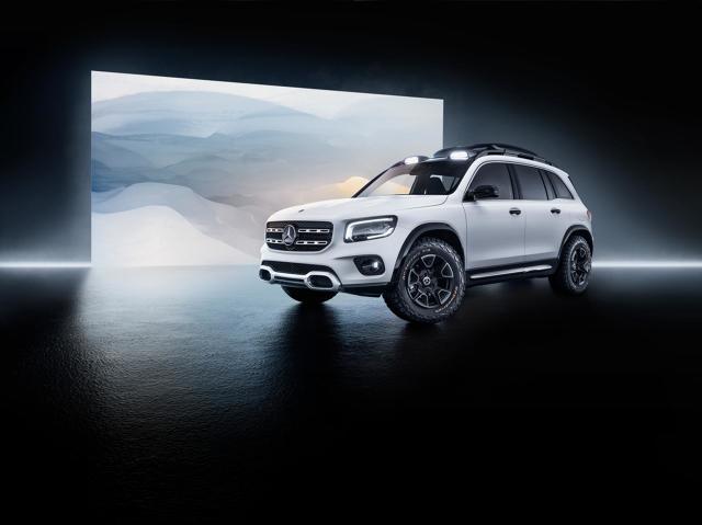Mercedes GLB   Koncept posiada pod maską 2-litrowy motor o mocy 224 KM znany z nowej Klasy A. Jednostka współpracuje z 8 stopniową dwusprzęgłową przekładnią 8G-DCT i stałym napędem na 4 koła 4Matic.  Fot. Mercedes-Benz