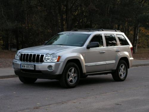 Fot. Ryszard Polit: Nowy Jeep Grand Cherokee  ma unowocześnioną sylwetkę, stały napęd na wszystkie koła i prestiż, za który trzeba zapłacić.