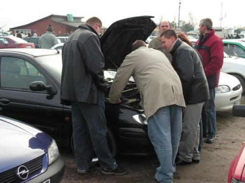 Fot. M. Pobocha: Na giełdach bez trudu można spotkać auta trendy.