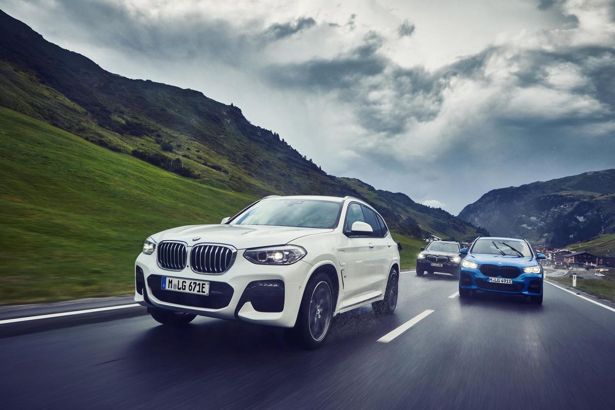 Silnik benzynowy w tandemie z silnikiem elektrycznym w BMW X1 xDrive25e i BMW X2 xDrive25e generują łączną moc 220 KM. Fot. BMW