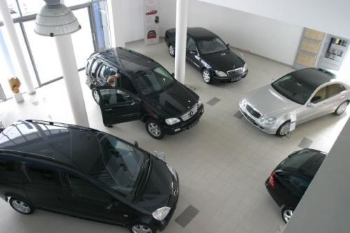 Fot. Robert Kwiatek: Sytuacja na rynku nowych samochodów jest dziwaczna, bo podwyżkom towarzyszą jednoczesne akcje promocyjne, których celem jest niwelowanie skutków wzrostu cen. Nabywców nowych aut jednak nie przybywa.