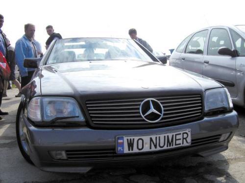 Fot. Leszek Małkowski: Na giełdach można spotkać wiele używanych Mercedesów . Nie wszystkie są drogie, ale wszystkie są piękne.