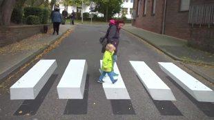 """Lewitująca zebra. Niemcy testują """"trójwymiarowe"""" przejście dla pieszych (video)"""