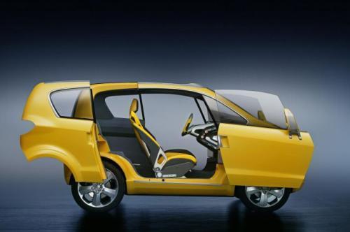 Fot. Opel: Opel Trixx – Samochód koncepcyjny o długości 3 m może przewozić 3 osoby dorosłe i dziecko. Ma nadmuchiwane tylne siedzenie i przesuwne drzwi boczne. Napędzany jest silnikiem wysokoprężnym 1,3 l/70 KM.