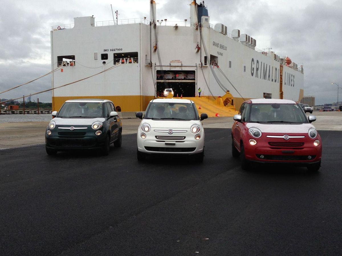 Rozładunek Fiatów 500L u wybrzeży USA w porcie Baltimore, Maryland Fot: Fiat