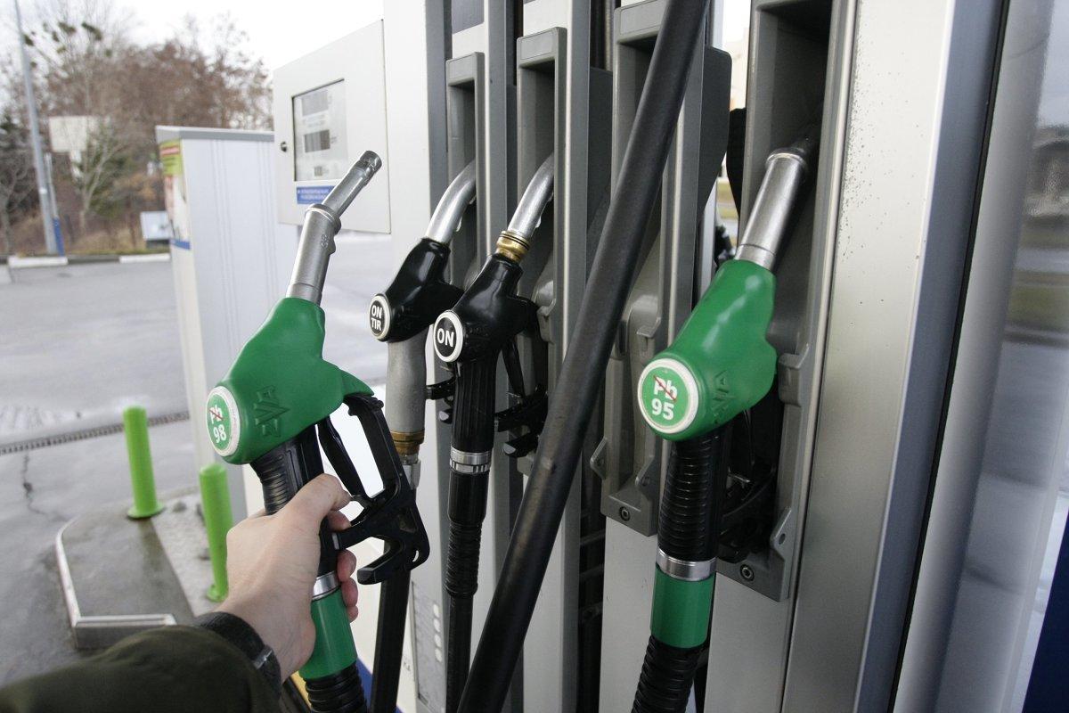 Jak podaje e-petrol.pl od początku maja paliwa na stacjach systematycznie drożeją i w tym tygodniu także zanotowaliśmy podwyżkę detalicznych cen benzyny i oleju napędowego. W drugiej połowie wakacji jest jednak szansa na zatrzymanie tej wzrostowej tendencji.  Fot. Grzegorz Mehring