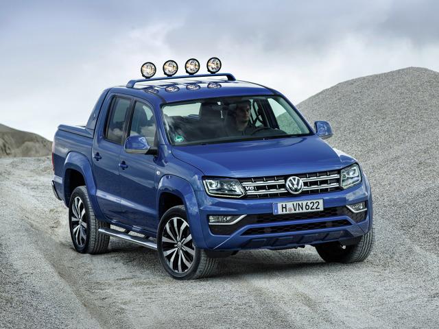 Volkswagen Amarok   Klienci będą mogli wybrać Amaroka z silnikiem V6 o pojemności 2967 cm3 w jednym z trzech wariantów mocy: 120 kW/163 KM, 150 kW/204 KM oraz 165 kW/224 KM. Dodatkowo funkcja overboost czasowo potrafi dostarczyć 15kW/20 KM więcej. Wszystkie wersje silnika V6 TDI spełniają normę emisji spalin EU6.  Fot. Volkswagen