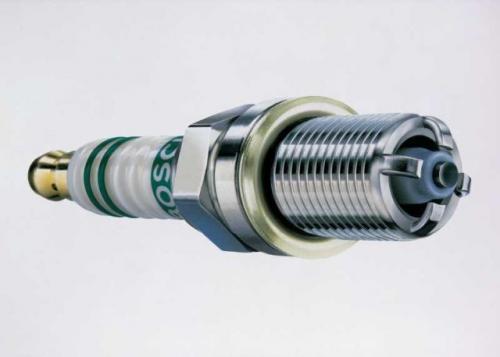 Fot. Bosch: Świece wieloelektrodowe przyczyniają się do lepszego rozruchu zimnego silnika i dają pewny zapłon.