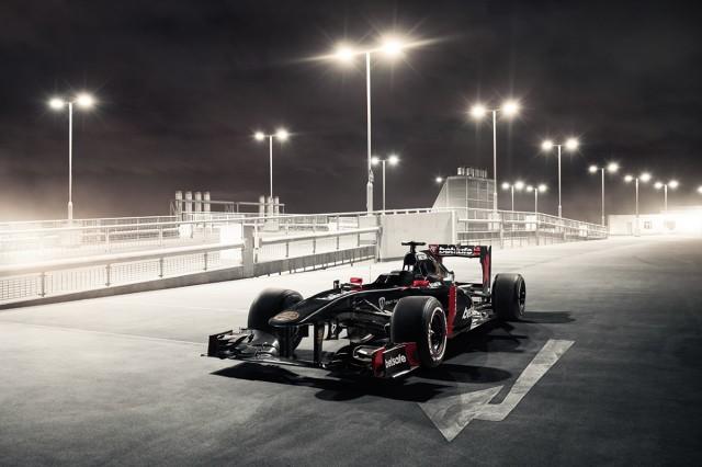 Po raz pierwszy w historii motoryzacji, samochód Formuły 1 został przygotowany tak, aby mógł wyruszyć w trasę po publicznych jezdniach europejskich miast. Obok aut marki Porsche, Bentley i McLaren uczestnicy Gumball 3000 będą mogli podziwiać jedyny w swoim rodzaju 2011 Sauber C30 F1 - zbudowany przy współpracy z ekspertami F1 z Only The Fast / Fot. materiały prasowe