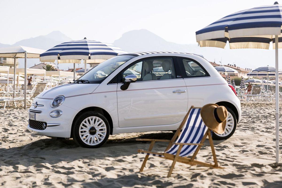 Fiat 500 Dolcevita  Wersja specjalnej 500 Dolcevita jest dostępna w dwóch konfiguracjach, hatchback i kabriolet. Gama silników obejmuje silnik 1.2 o mocy 69 KM w połączeniu z automatyczną lub manualną skrzynią biegów Dualogic i silnik Twin Air 0.9 o mocy 85 KM, ostatni w połączeniu z manualną skrzynią biegów.  Fot. Fiat