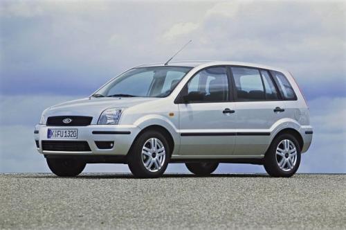 Fot. Ford: Ford Fusion wykorzystuje wiele elementów z modelu Fiesta. Jest od niej o 7 cm wyższy i 10 cm dłuższy.