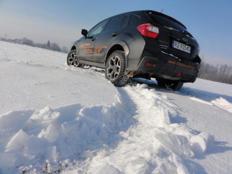 Aby samochód sprawdził się nawet w najtrudniejszych warunkach, trzeba zadbać nie tylko o opony zimowe  fot. Bartosz Gubernat