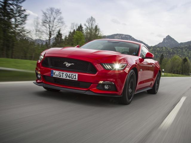 """Ford Mustang   Mustang po raz pierwszy w historii zawitał oficjalnie na Stary Kontynent i od razu zaczął rozpychać się na rynku. Szczególnie na naszym, obejmując miejsce lidera w segmencie """"super-sport"""" w podsumowaniu sprzedaży za 2015 r.   Fot. Ford"""