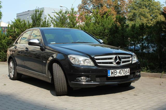 """Mercedes klasy C to następca popularnego w latach 1982-1993 modelu 190, nazywanego przez kierowców """"Baby Benz"""". 190-ka była oznaczana symbolem W201. C-Klasa jest kontynuacją tej numeracji / Fot. Bartosz Gubernat"""