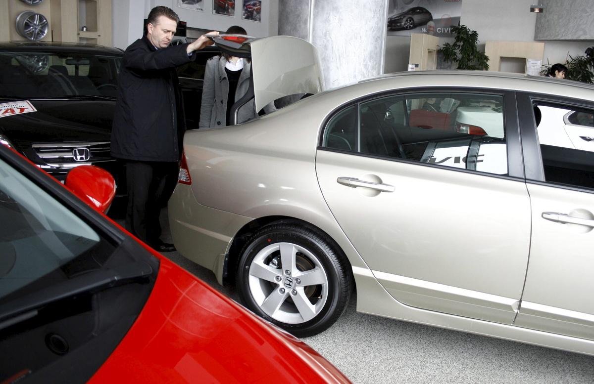 Wśród samochodów pięcioletnich można spotkać mało używane auta od osób prywatnych, jak i służbowe mające nawet ponad 200 tys. km przebiegu  Fot. Archiwum