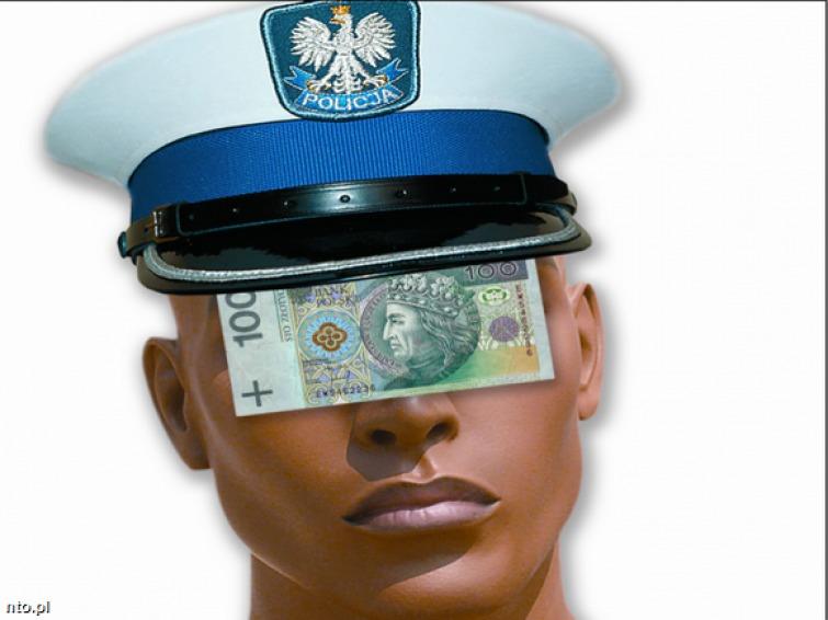 Norma w drogówce: osiem mandatów na policjanta
