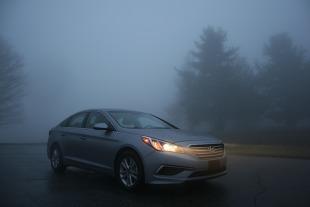Jazda we mgle. Kiedy włączyć światła przeciwmgłowe?