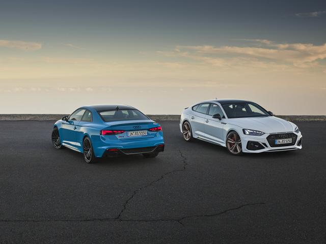 Obie wersje modelu wyposażone zostały w system z dużym, centralnie umieszczonym ekranem dotykowym MMI touch. Silnik V6 biturbo ma moc 331 kW (450 KM) i wytwarza maksymalny moment obrotowy na poziomie 600 Nm.  Fot. Audi