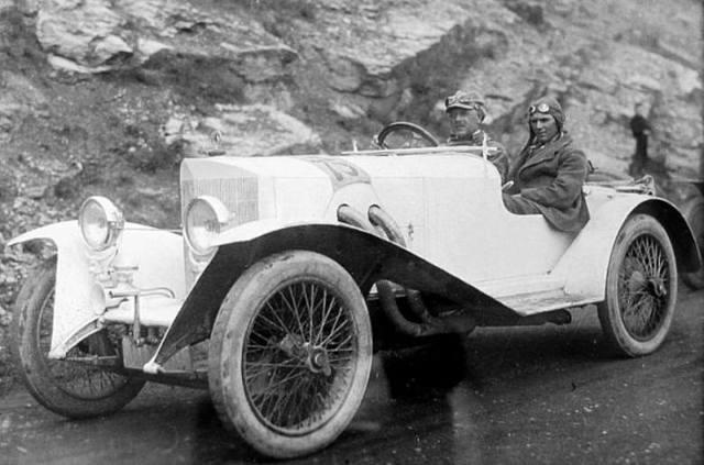 Sportowy Steiger 11/55. Za kierownicą właściciel firmy, Walther Steiger. Jego fabryka wyprodukowała łącznie ok. 3 tys. samochodów / Fot. Archiwum