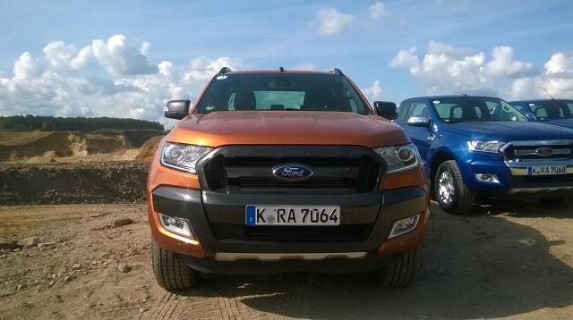 Ford Ranger  Najnowszy pickup Ford Ranger pod względem jakościowym i technicznym zbliżył się do aut osobowych, oferując nadal spore możliwości transportowe.   Fot. Janusz Steinbarth