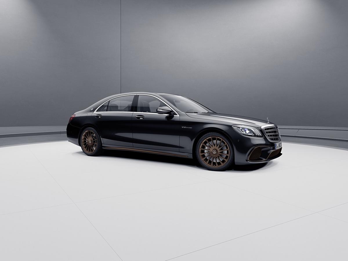 Mercedes-AMG S 65 Final Edition  Za napęd odpowiada topowy silnik V12 o mocy 630 KM i maksymalnym momencie obrotowym 1000 Nm, dostępnym w zakresie 2300-4300 obr./min.  Fot. Mercedes-Benz