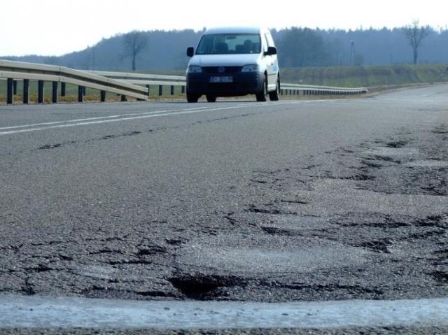 Pełno dziur na wiaduktach autostrady A4