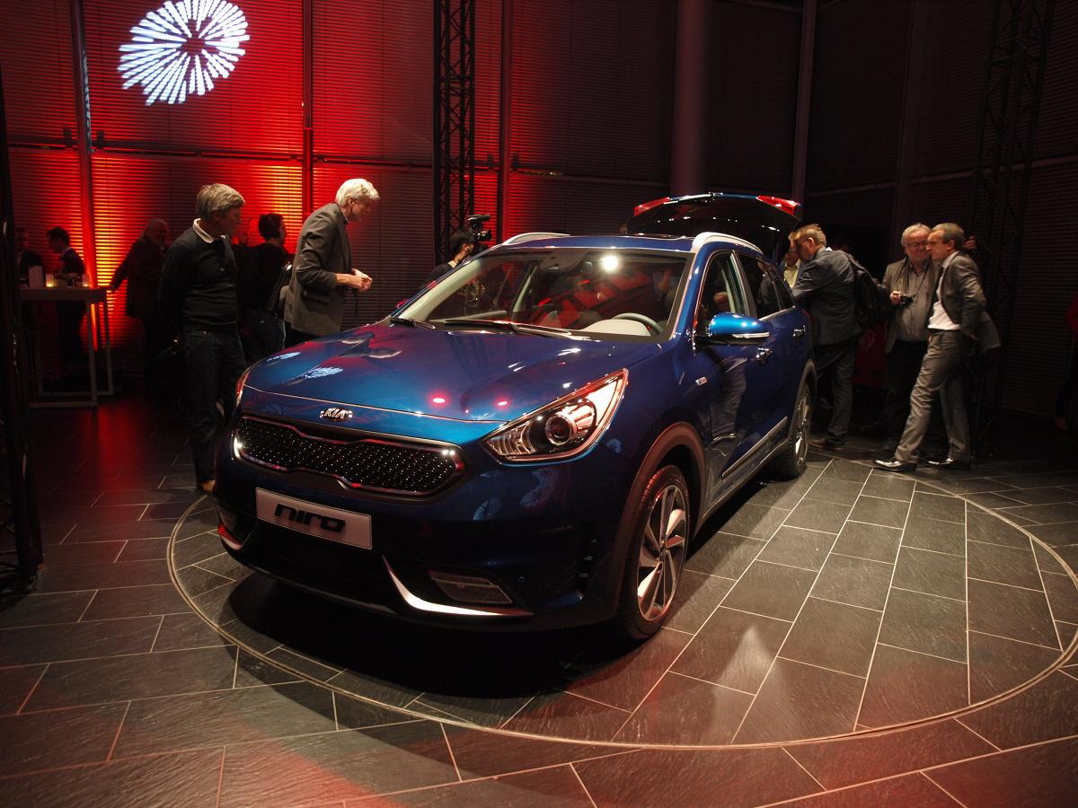 Nowy crossover, który zadebiutował podczas Chicago Auto Show, trafił właśnie do polskich salonów Kia. Model Niro został skonstruowany od podstaw i jest oferowany wyłącznie z napędem hybrydowym. / fot. Michał Kij