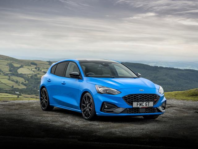 Ford Focus ST Edition  Ford zaprezentował dziś nową, specjalną wersję pięciodrzwiowego hot hatcha, Focusa ST, która dzięki regulowanemu zawieszeniu i lekkim felgom pozwala na bardziej dynamiczne prowadzenie.  Fot. Ford
