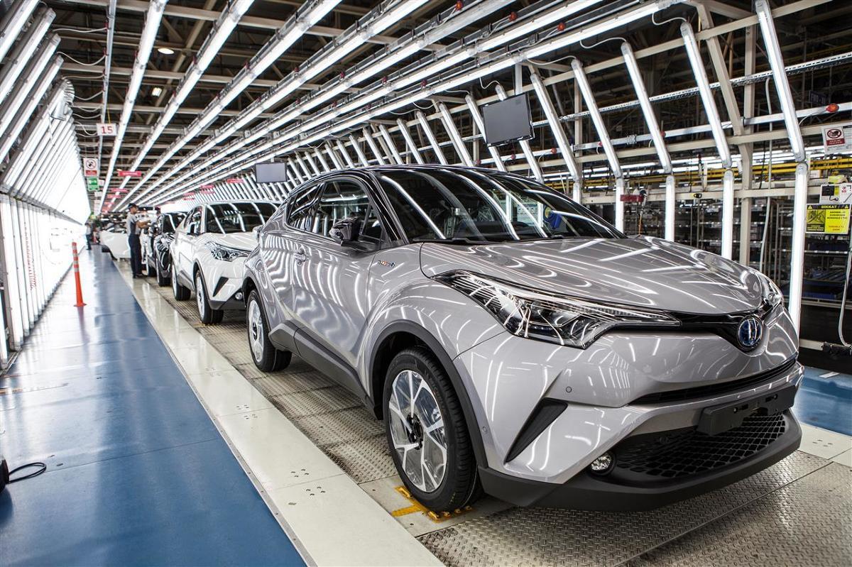 Toyota C-HR  Toyota uruchomiła produkcję crossovera C-HR w fabryce Toyota Motor Manufacturing Turkey (TMMT) w miejscowości Sakarya w Turcji. Toyota C-HR jest ósmym modelem marki aktualnie produkowanym w Europie.   Fot. Toyota