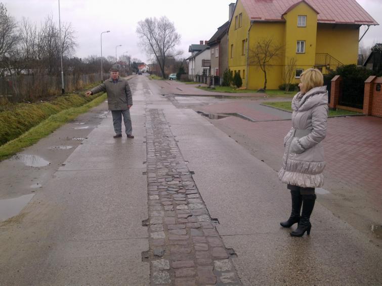 Remonty: Ulica Asnyka w Białogardzie na językach