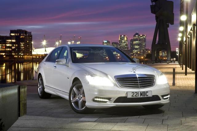 Mercedes - najlepsze auto w drodze do ślubu wg Polaków