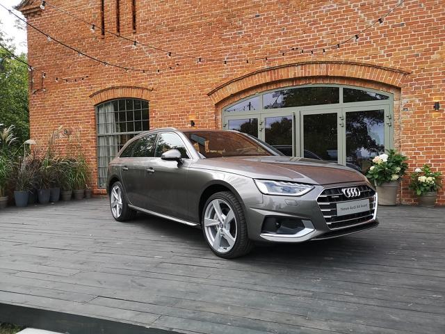 Odświeżone Audi A4 obecnej generacji już pojawiło się na rynku polskim, jest także oficjalny cennik modelu, a my mieliśmy okazję pojeździć nim po malowniczych okolicach Kościerzyny, Tczewa i Gdańska. Co się zmieniło i jak te modyfikacje wpłynęły na najpopularniejszy model w ofercie producenta z Ingolstadt?  Fot. Kamil Rogala