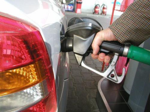 Fot. archiwum: Producent samochodu określa liczbę oktanową benzyny, którą należy używać dla danego silnika. Jednak skład chemiczny benzyn o tej samej liczbie oktanowej może być inny u różnych dostawców paliw.