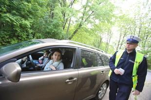 Kodeks drogowy 2019. 500 zł mandatu za nietrzymanie rąk na kierownicy?