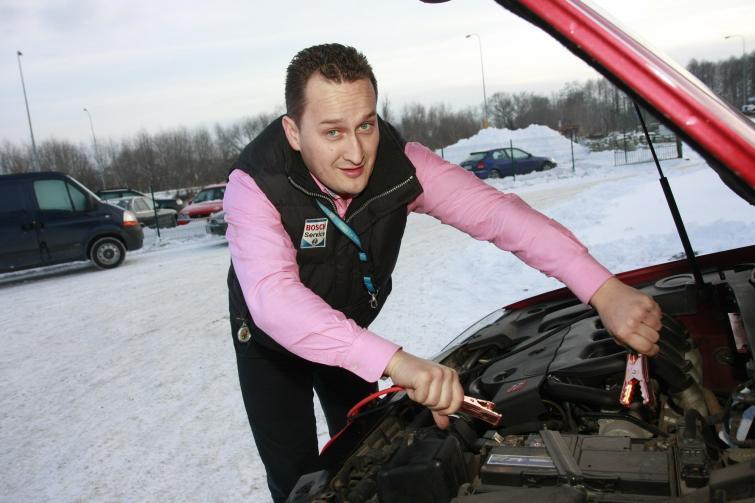 Jak odpalić auto na mrozie i nie tylko - zimowy niezbędnik kierowcy