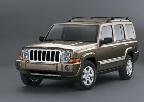 Fot. DaimlerChrysler: Jeep Commander oferowany będzie z trzema silnikami benzynowymi o mocach od 210 do 340 KM.