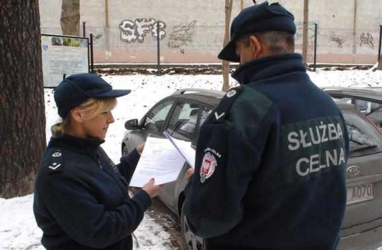 Służba celna chce kontrolować kierowców w nieoznakowanych autach
