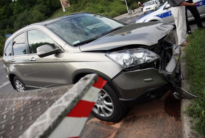 Wyreżyserowane stłuczki, montaż uszkodzonych elementów w rozbitych autach, sfingowane kradzieże - repertuar oszustów jest spory, fot. archiwum