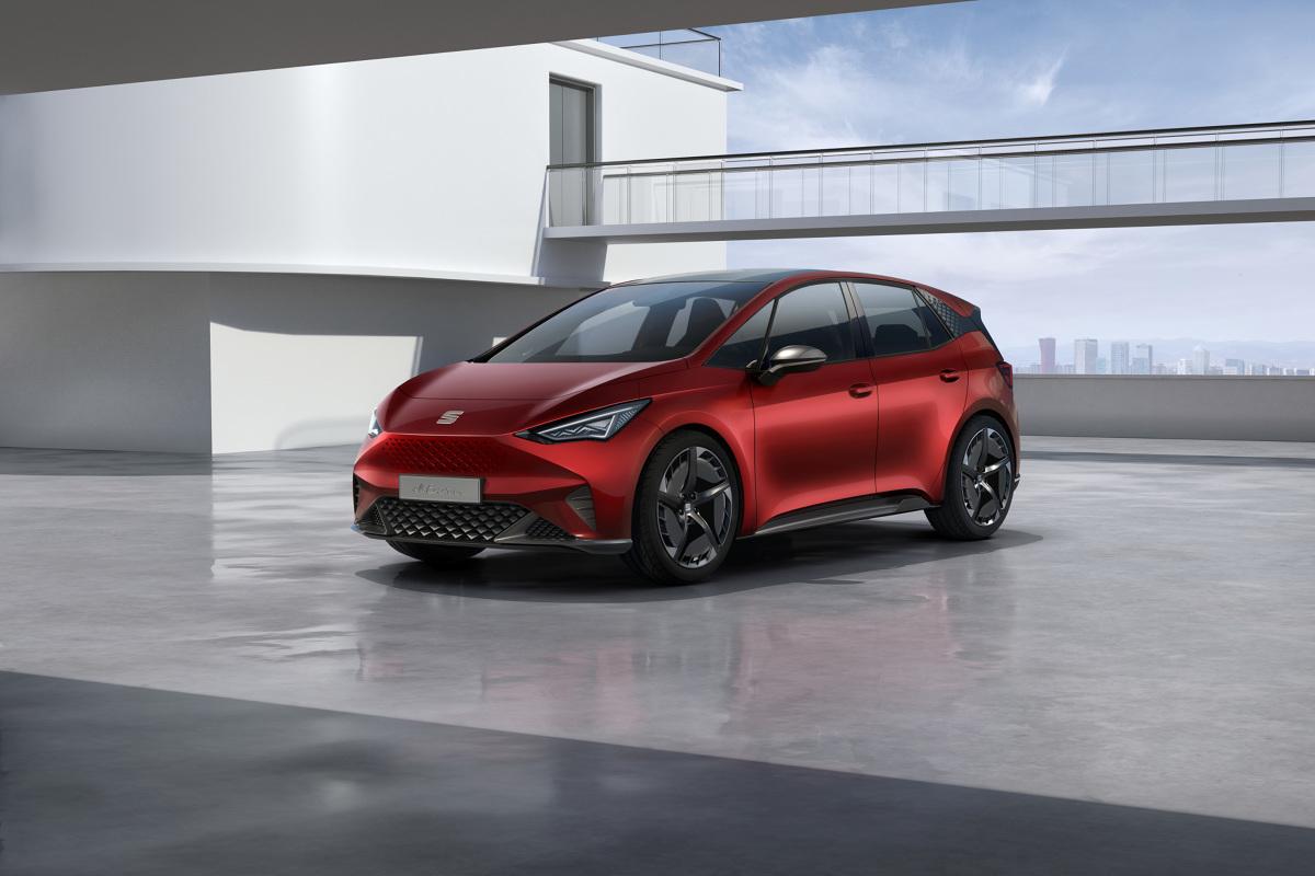 Seat el-Born   Sercem pojazdu jest 204-konny silnik elektryczny zasilany zestawem akumulatorów o wydajności 62 kWh. Dzięki tym parametrom, zasięg el-Born wydłuża się do 420 km (według WLTP), a przyspieszenie od 0 do 100 km/h zajmuje 7,5 sekundy.  Fot. Seat