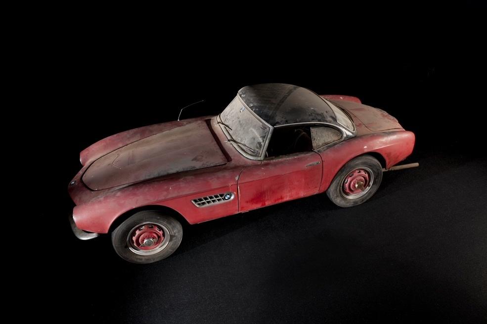 BMW 507  Elvis Presley stał się właścicielem auta w 1958 roku, a zapłacił za nie 3750 dolarów. Ten egzemplarz wyprodukowano rok wcześniej, a zanim kupił go Presley, należał do floty testowej BMW.  Fot. BMW