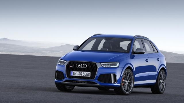 W porównaniu z Audi RS Q3, w modelu performance zwiększono moc silnika 2.5 TFSI. Stosując bardziej efektywny sposób chłodzenia, wykorzystujący nową chłodnicę oraz zoptymalizowaną pompę paliwową, konstruktorzy zapewnili pięciocylindrowej jednostce turbo zamontowanej w RS Q3 performance moc większą o 20 kW (27 KM) / Fot. Audi