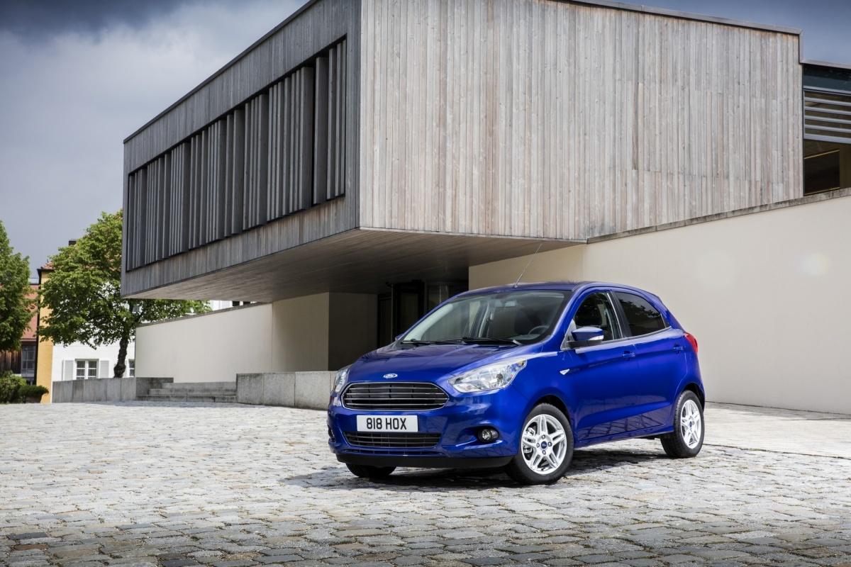 Ford Ka+  Nowy Ford KA+ jest 5-drzwiowym hatchbackiem zbudowanym w oparciu o opracowaną przez Forda globalną platformę przeznaczoną dla niewielkich aut. Nadwozie mierzy niespełna 4 metry długości, a wnętrze bez trudu pomieści pięcioro pasażerów.   Fot. Ford