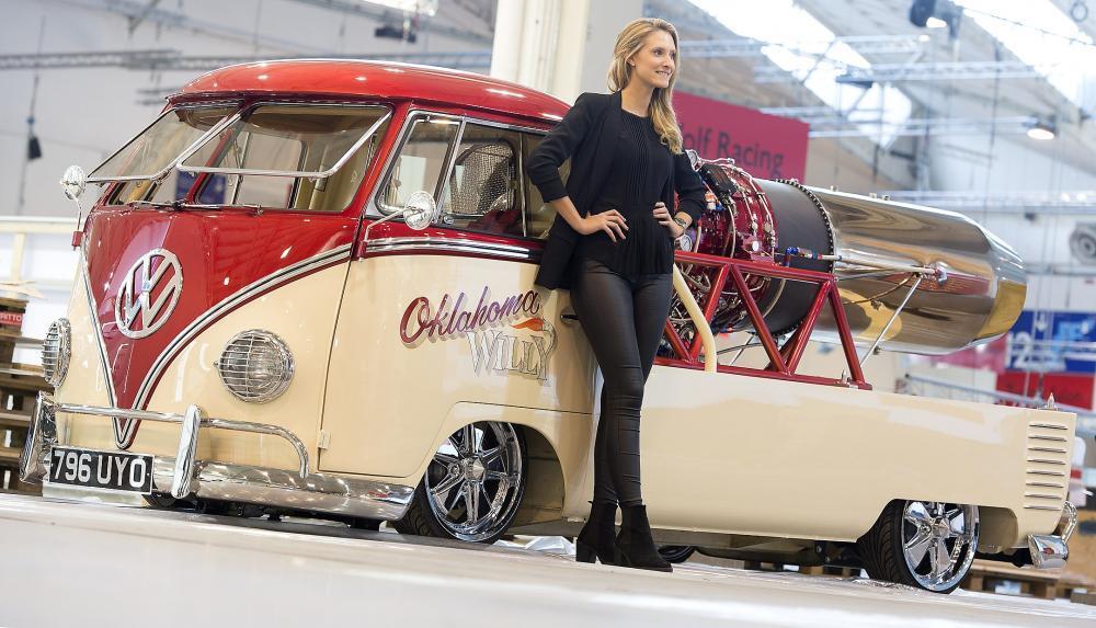 """Essen Motor Show 2016  O tym, że w świecie tuningu ograniczenia są wyznaczane jedynie przez budżet i wyobraźnię można przekonać się, odwiedzając wystawę tematyczną """"Designstudien und Crazy Cars"""". Niespodzianką czekającą w kolejnej hali jest ekspozycja prototypów, które powstały w jednostkowych egzemplarzach i nigdy nie doczekały się seryjnej produkcji.  fot. Messe Essen / Rainer Schimm"""