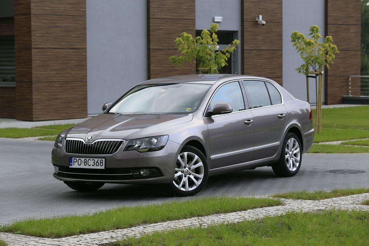 Co ciekawe w Polsce najbardziej popularna była 170-konna wersja 2-litrowego turbodiesla. W samym tylko listopadzie 2010 roku sprzedano 370 egzemplarzy Superba z taką jednostką napędową, a w skali od stycznia do końca listopada tegoż roku silniki 2.0 TDI/170 KM z DPF stanowił niemal 58,8% sprzedaży / Fot. Karol Biela