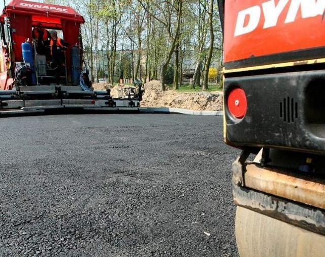 Państowy asfalt wylewają na prywatne posesje?