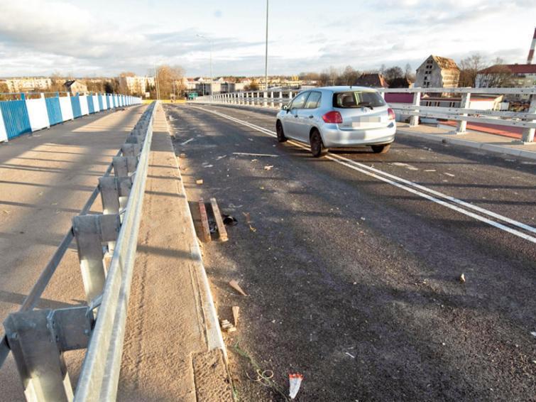Ring Koszalina: Kierowcy jeżdżą na skróty przez niedokończony wiadukt