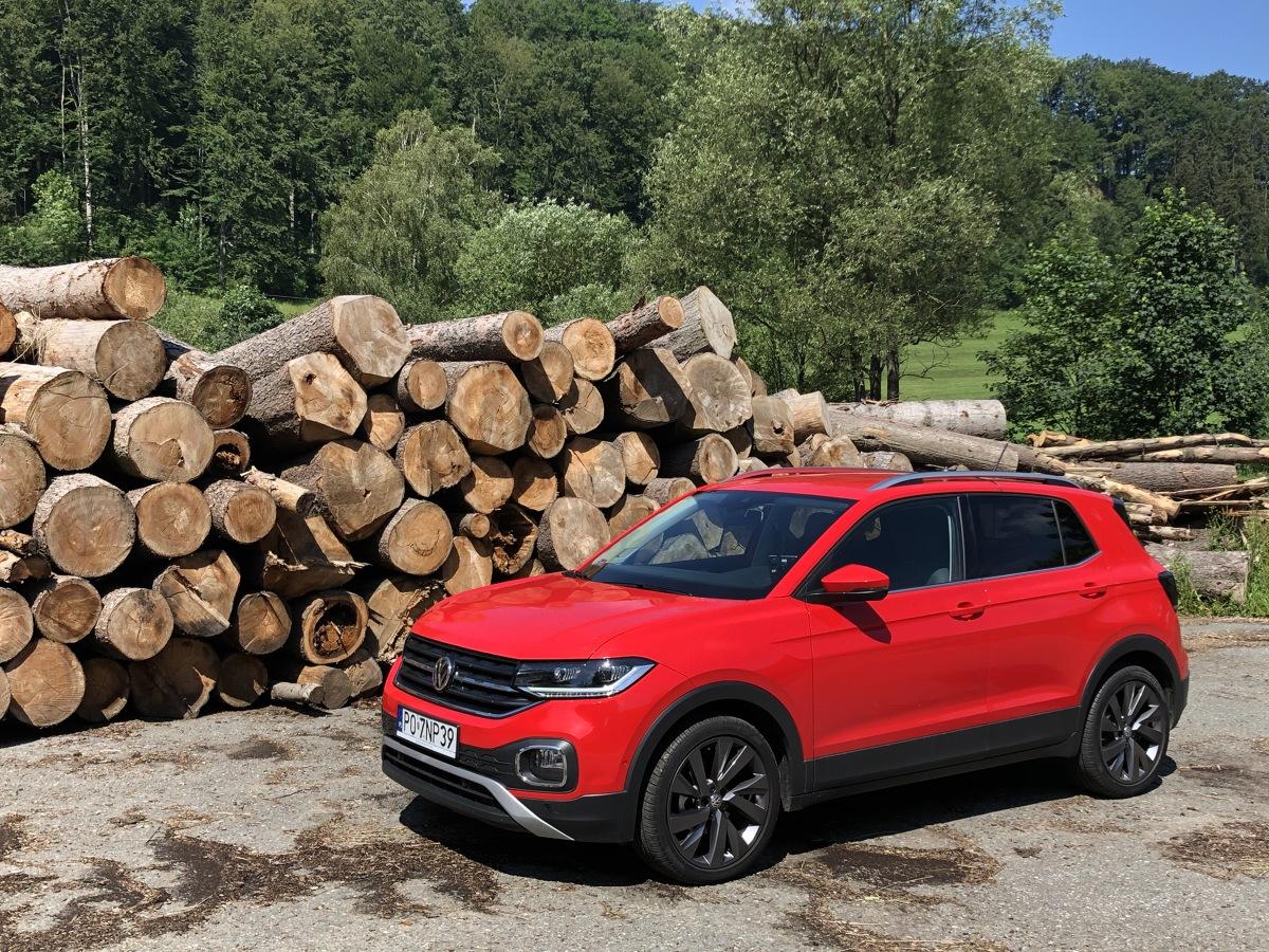 Najmniejszy spośród crossoverów Volkswagena - T-Cross, to wdzięczne i bardzo sympatyczne autko. A z mocnymi silnikami i automatyczną skrzynią biegów, także bardzo dzielne na drodze.   Fot. Mark Horn