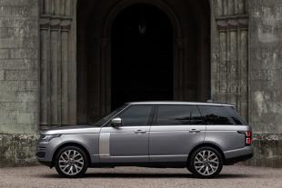 Range Rover z nowym napędem hybrydowym. Razem 400 KM